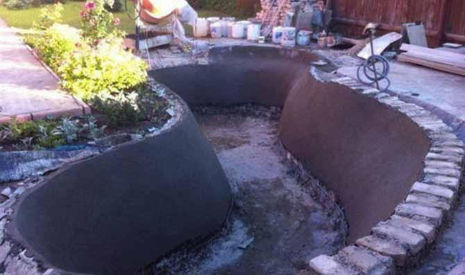 Дачный бетонный водоем