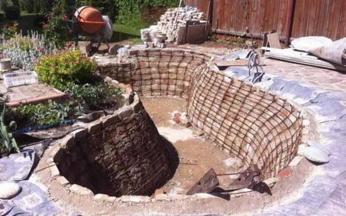 Дачный участок с водоемом