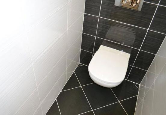 Плитка в туалете на полу