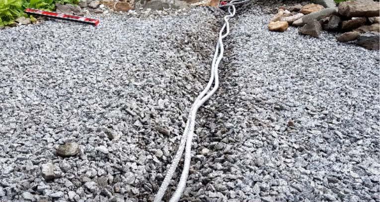Провода в щебень