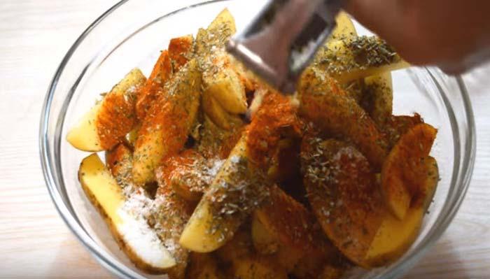 Картофель с приправами
