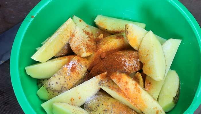 В картошку добавить специи