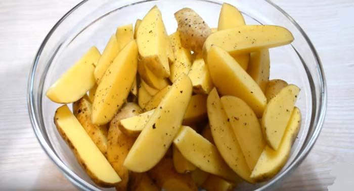 Картофель очищенный дольками